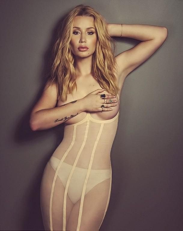 Iggy Azalea Poses Topless  Iggy Azalea Topless Photoshoot for Schön Magazine