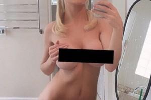 Courtney Stodden copies Kim Kardashian's Nude Selfie #1