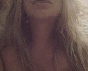 Kesha Uncensored Topless Selfies Photos