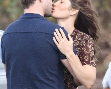 PICTURE EXCLUSIVE: Jessica Biel and Justin Timberlake kiss on film set