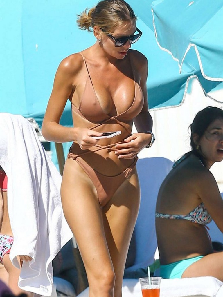 Anastasia Skyline Anastasia Skyline Flashes Big Hard Nipples in Bikini (9 Pics)