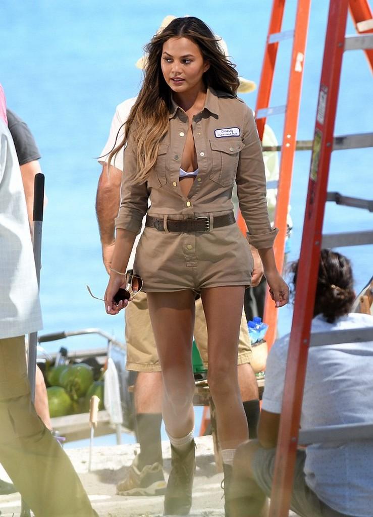 Chrissy Teigen Chrissy Teigen Wardrobe Malfunction Flashes Her Bra in Miami Shoot (8 Pics)