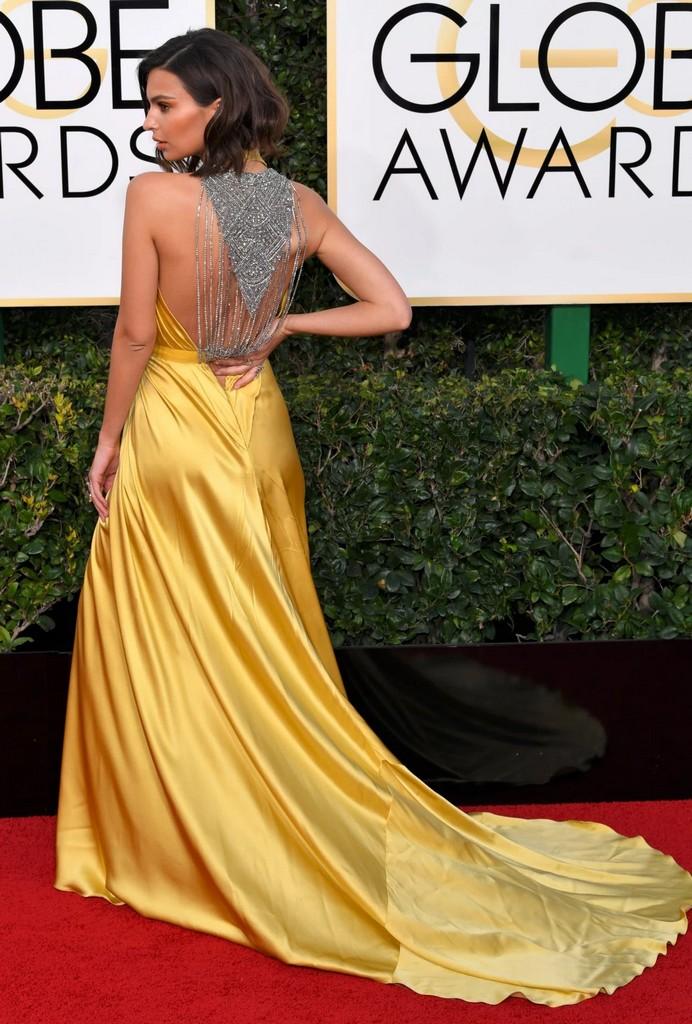 Emily Ratajkowski 1 Emily Ratajkowski Wardrobe Malfunction Flashes Underwear at 2017 Golden Globe (12 Photos)