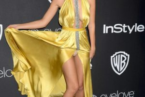 Emily Ratajkowski Wardrobe Malfunction Flashes Underwear