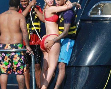 Iggy Azalea Bikini bum