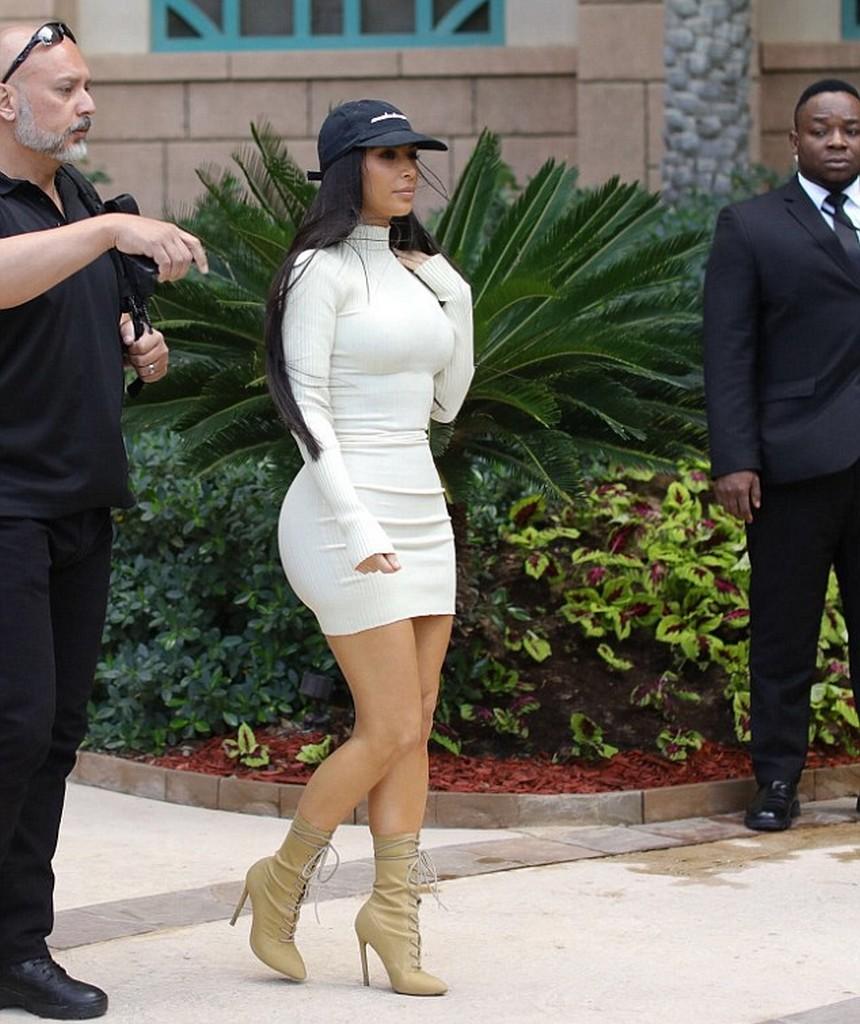 Kim Kardashian 5 Kim Kardashian Big Bosoms In Skin Tight White Dress (4 Pics)