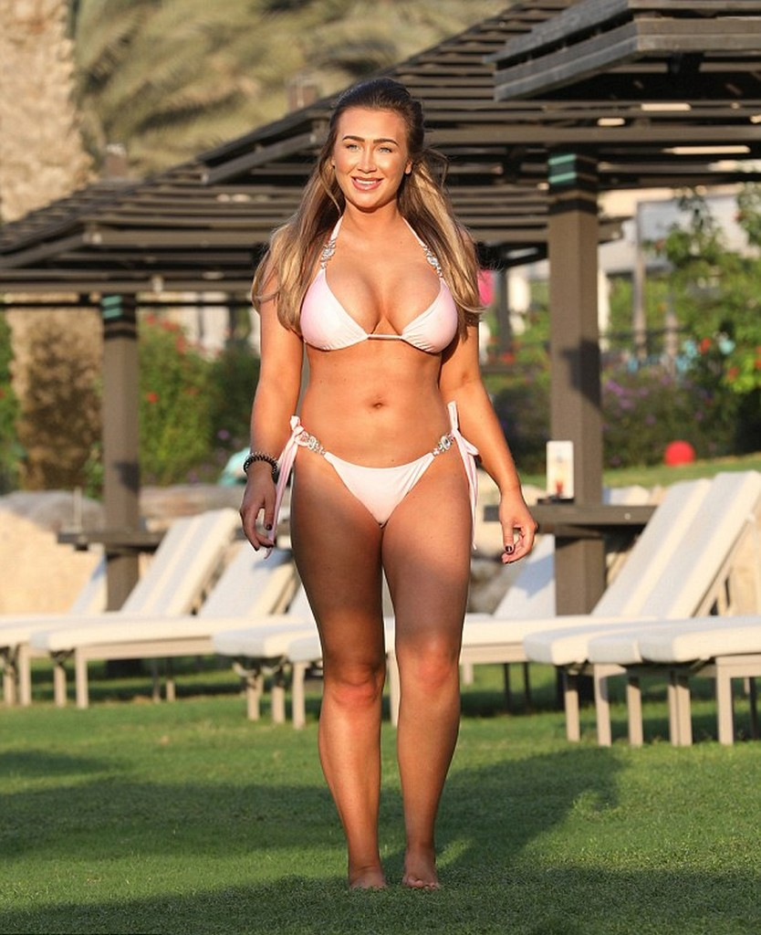 Lauren Goodger TOWIE Beauty Lauren Goodger Flashes Big Butt and Boobs in Dubai getaway (14 Photos)