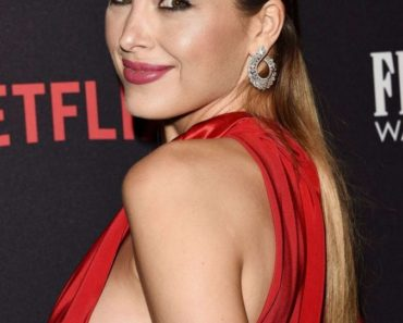 Petra Nemcova Braless, sideboob in red dress