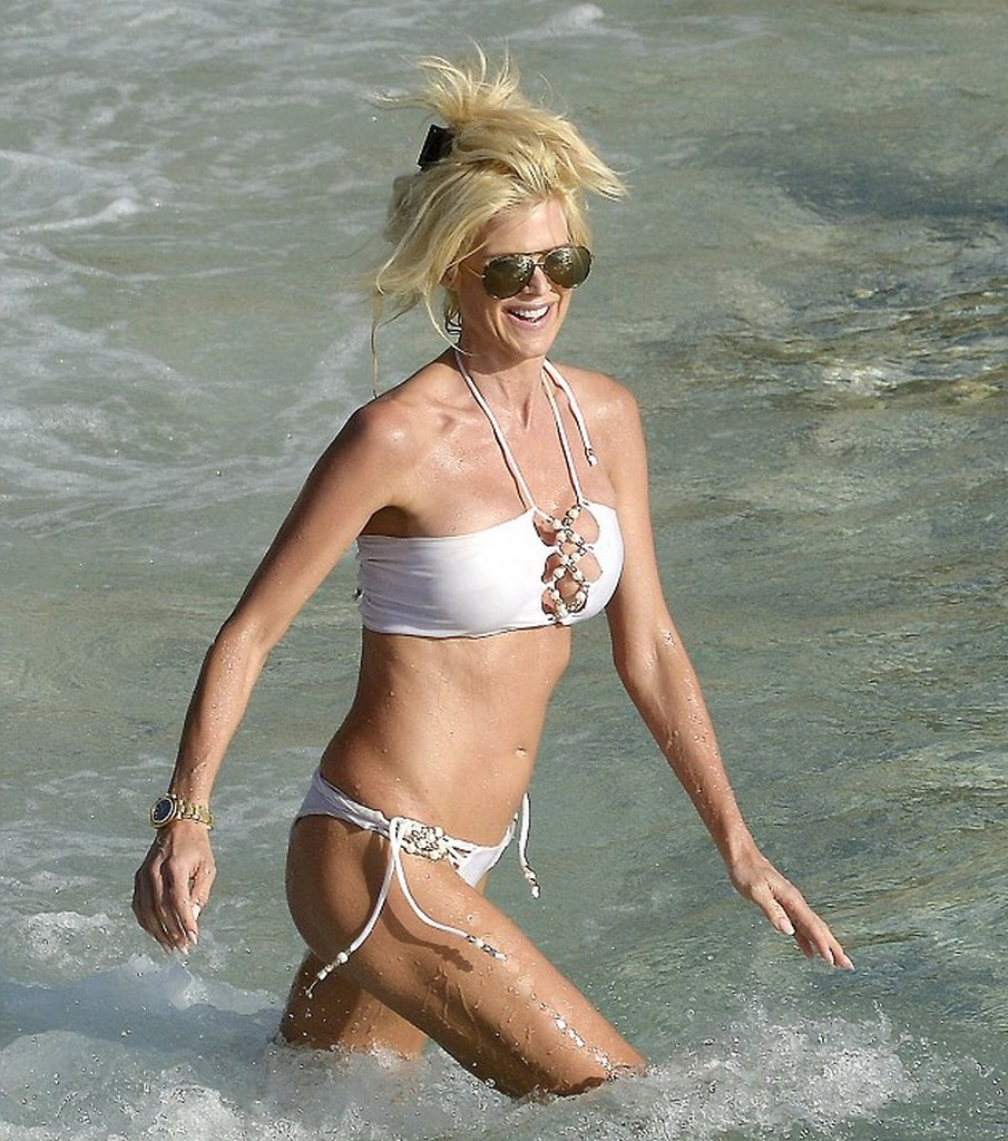Victoria Silvstedt 7 Victoria Silvstedt Bikini Malfunction Almost Fully Exposed in St Barts (13 Pics)