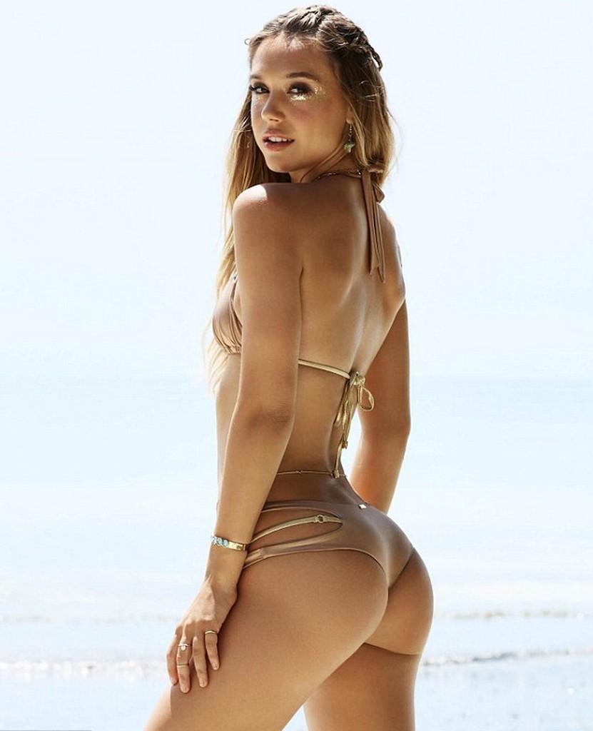 Alexis Ren Alexis Ren is Turning On The Heat In A Bikini