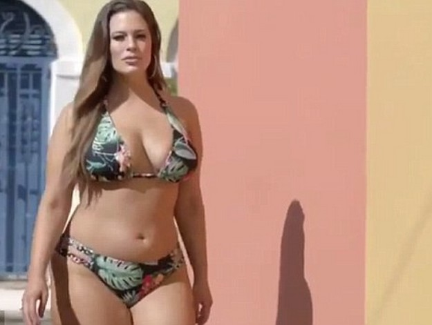 Ashley Graham 5 Ashley Graham Hot Swimsuit Photoshoot Raises The Temperature