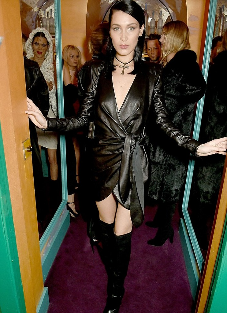 Bella Hadid 3 1 Bella Hadid Suffers Wardrobe Malfunction Boob Slip out At London Fashion Week (4 Pics)