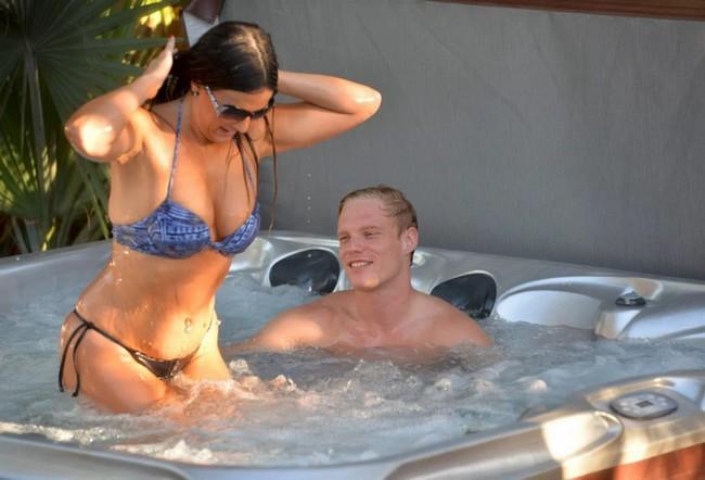 Claudia Romani Claudia Romani In Bikini First Night Sex With Boyfriend (13 Pics)