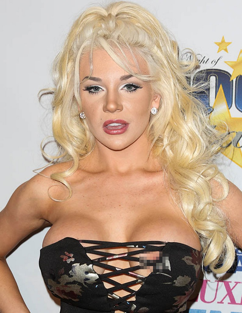 Courtney Stodden 9 Courtney Stodden X rated Dress Results In Wardrobe Malfunction At Oscar Party (7 Pics)