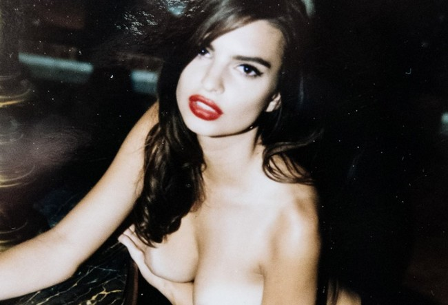 Emily Ratajkowski Emily Ratajkowski Goes Naked in New NSFW Shoot (3 Pics)