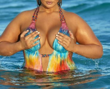 Most Sexy Plus Size Model Hunter McGrady SI Swimsuit