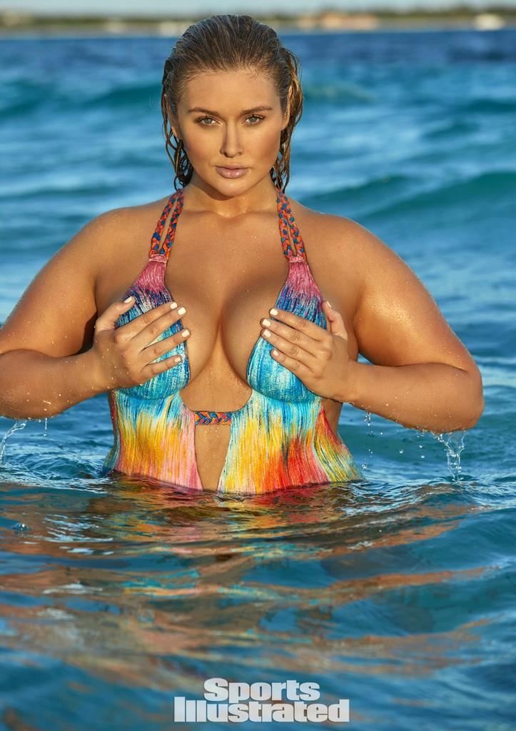 Hunter McGrady 1 Most Sexy Plus Size Model Hunter McGrady Stuns in SI Swimsuit (3 Pics)