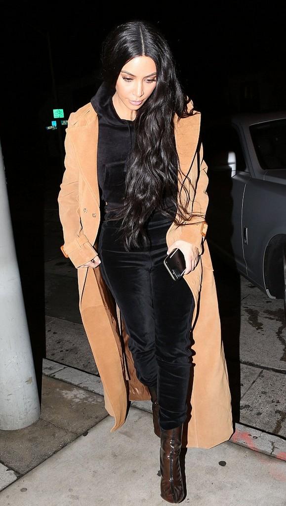 Kim Kardashian Kim Kardashian Hot in Black Outfit (5 Pics)