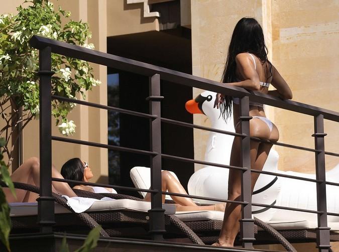 Kim and Kourtney Kim and Kourtney Kardashian in Bikini in Costa Rica (7 Pics)
