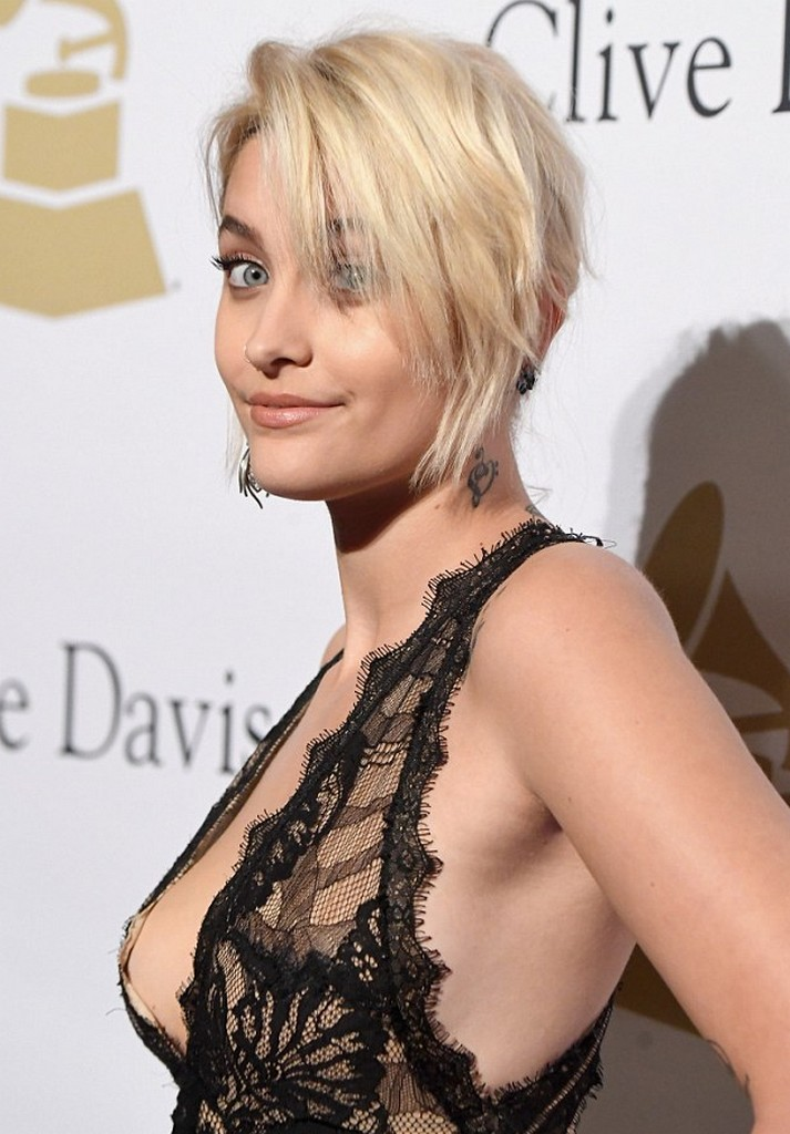Paris Jackson Paris Jackson Embarrassing Dress Slip Moment Caught on Camera