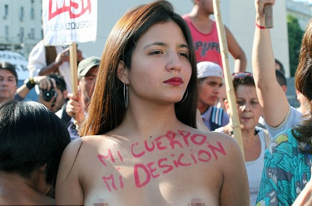 Topless women Topless Women Protest Claiming Sunbathers Rights In Argentina
