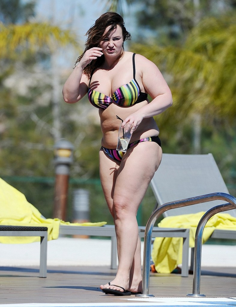 Chanelle Hayes 6 Chanelle Hayes Exhibits Her Fuller Figure In Bikini (10 Pics)