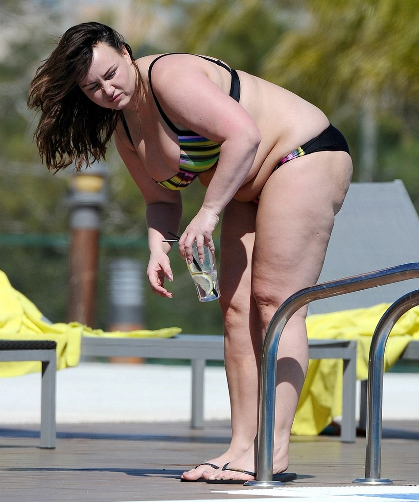 Chanelle Hayes 8 Chanelle Hayes Exhibits Her Fuller Figure In Bikini (10 Pics)