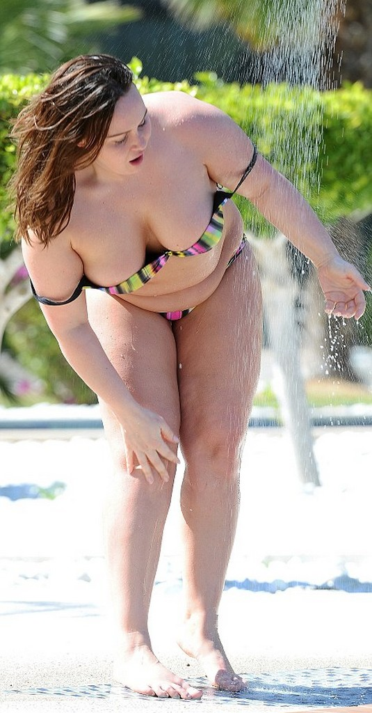 Chanelle Hayes 9 Chanelle Hayes Exhibits Her Fuller Figure In Bikini (10 Pics)