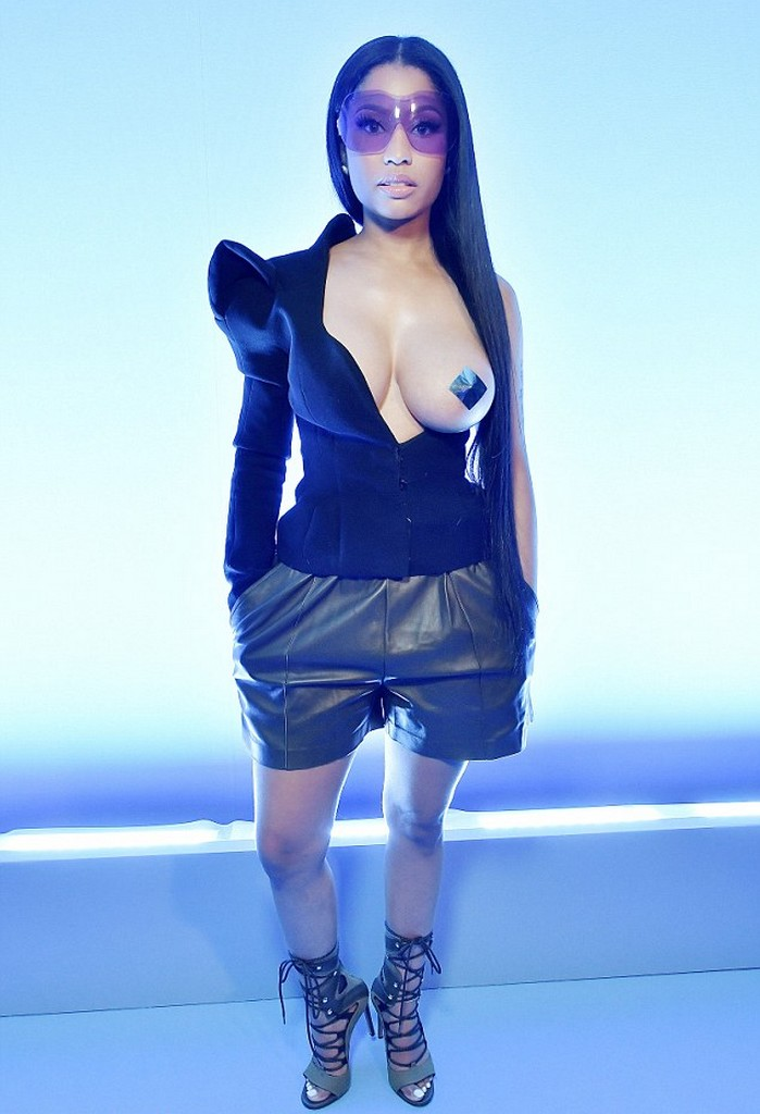 Nicki Minaj Free The Nipple   Nicki Minaj Hot boobs Show At PFW Show (11 Pics)