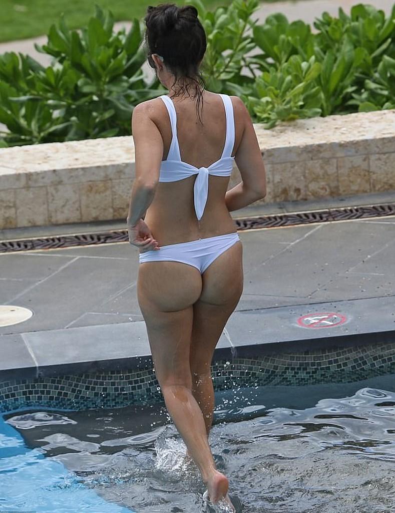 Kourtney Kardashian in bikini in white two piece swimsuit Kourtney Kardashian In White Swimsuit Bikini With Scott Disick (11 Pics)