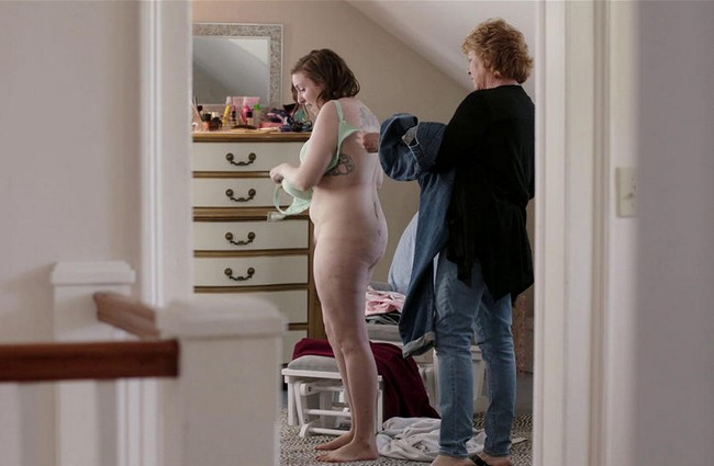 Lena Dunham Goes Topless Lena Dunham Topless Breastfeeding Pictures (7 Pics)