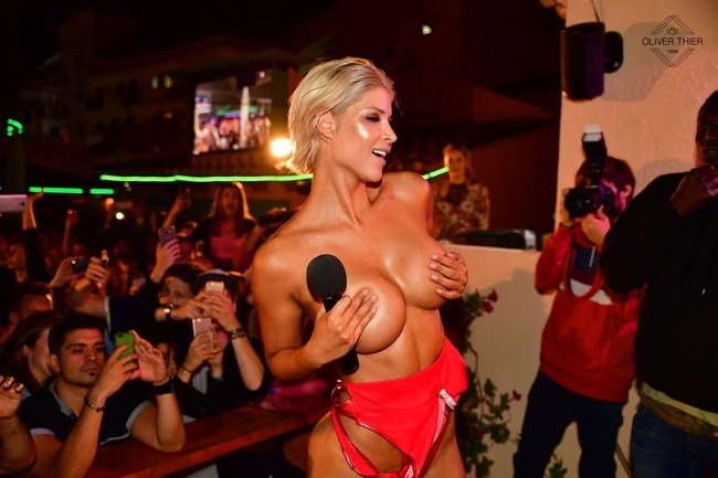 Micaela Schäfer Nude Micaela Schäfer Shows Big Natural Boobs In Public (5 Pics)