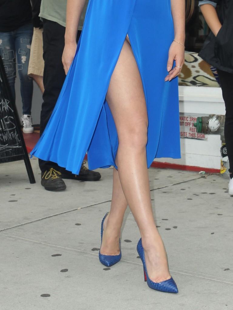 Olivia Munn Suffers Wardrobe Malfunction Olivia Munn X rated Dress Results In Wardrobe Malfunction (10 Photos)